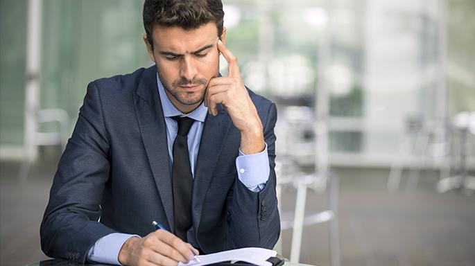 Кто подает заявление о банкротстве, тот и выбирает финансового управляющего. Это важная составляющая для успешного банкротства.